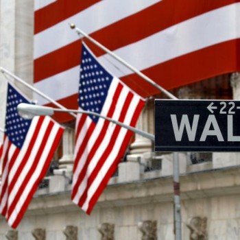 wall-street-nyse-with-flags
